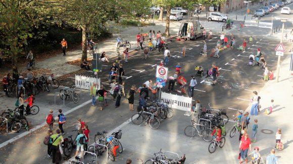 Ab Juni wird die Gudvanger Straße in Prenzlberg regelmäßig zur Spielstraße.