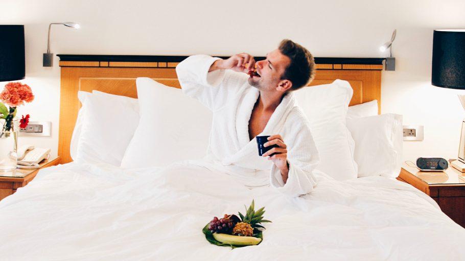 """Dank der Aktion """"Erlebe deine Stadt"""" können Berliner in den Hotels der Stadt mal den Luxus-Touri raushängen lassen."""