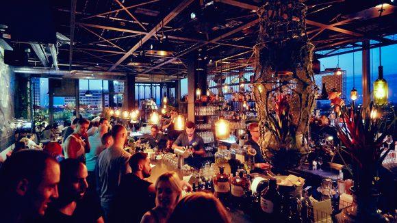 Coole Drinks und grandiose Aussicht: Dafür lohnt es sich auf die Wiedereröffnung der Monkey Bar zu warten...