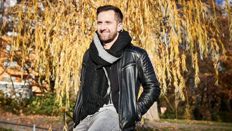 Nick Sawatzki macht sich nicht nur als Stimme im Radio ausgesprochen gut, sondern auch als leibhaftiger Wegweiser durch Kreuzberg!
