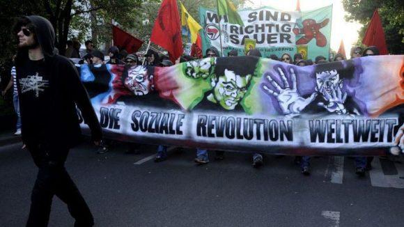 """Die linksautonome Szene während der traditionellen """"Revolutionären-1. Mai-Demonstration"""" in Berlin."""