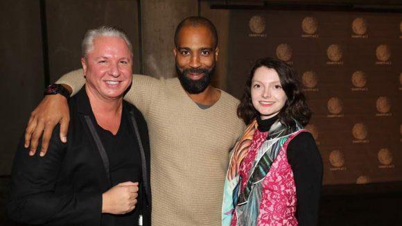 Gute Stimmung: Der Initiator des Abends Thomas Steinle (l.) zeigte sich sichtlich erfreut mit Chris Glass und der Galeristin Maxine Noth.
