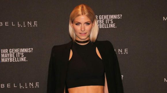 """Maybelline pflegt ja eine recht enge Verbindung zur Casting-Show """"Germanys Next Topmodel"""". Da verwundert es nicht, dass sich einige Wegbegleiter der Sendung blicken ließen. Etwa Lena Gercke, Siegerin der ersten Staffel, ..."""