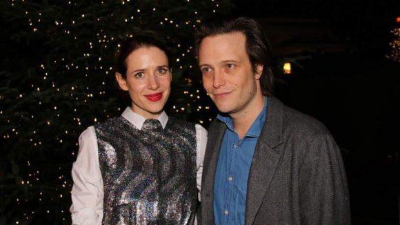 Aber natürlich tummelten sich nicht nur viele Kinder auf der ersten Vorstellung des Weihnachtscircus, sondern auch eine Menge Pärchen. Wie Julia Malik und August Diehl ...