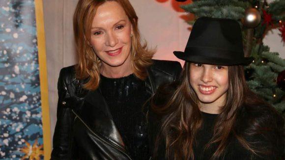 Wir bleiben beim Thema Familie. Auch zur Premiere des 11. Roncalli Weihnachtscircus in Berlin brachten viele Promis (ihre) Kinder mit. So wie Katja Flint, die ihre Tochter Lisa dabei hatte.