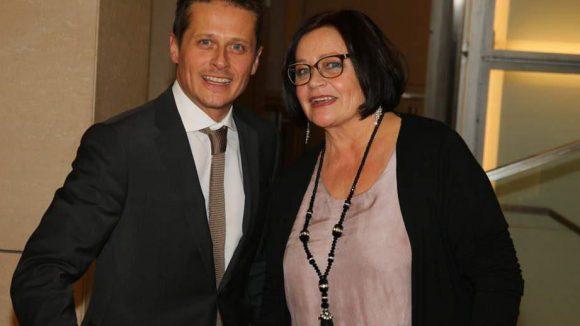 Laudator und Schauspieler Roman Knizka kam mit seiner Mutter Christina.