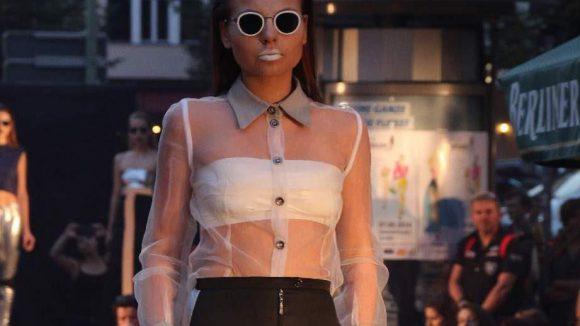 ... vonDammann - an den obligatorischen Sonnenbrillen unschwer zu erkennen - ...