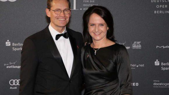 Nicht nur Wowi ließ sich blicken. Auch der amtierende Regierende Bürgermeister von Berlin Michael Müller und seine Ehefrau Claudia nahmen an der Veranstaltung in der Deutschen Oper teil.