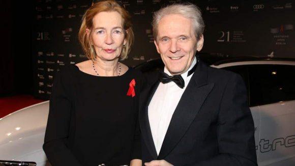 Der Neurologe und Charité-Chef Karl Max Einhäupl sah sich in seiner langjährigen Karriere bisher immer wieder mit Aids-bedingten Hirnleiden konfrontiert. Deshalb war es ihm und seiner Frau Carolina besonders wichtig, einen Beitrag bei der Wohltätigkeitsveranstaltung zu leisten.