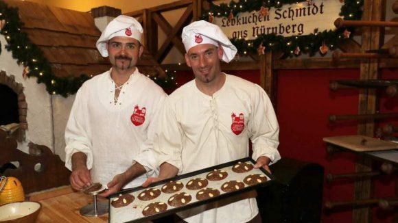 """Ist es wirklich schon so weit? Das Konferenzzentrum Humboldt-Carré in der Behrenstraße zelebrierte sein fünfjähriges Jubiläum als """"allererste Weihnachtsfeier des Jahres"""" - mit Lebkuchen aus Nürnberg ..."""