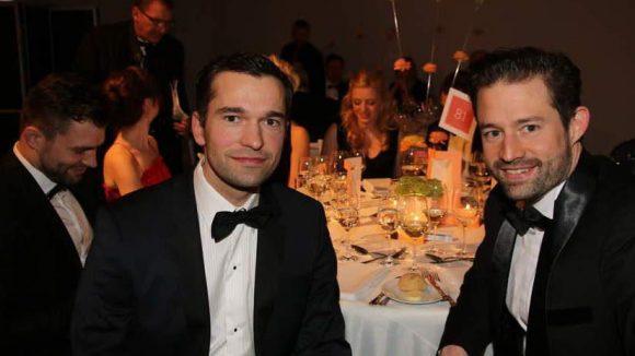 ... Eisschnellläufer Samuel Schmidt und Tobias Schneider (rechts) ...