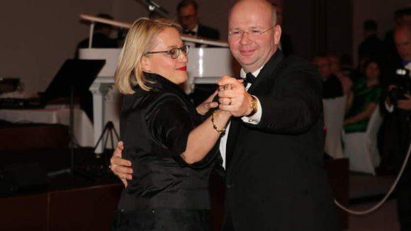 Der erste Tanz: Markus Voigt ist Präsident des Vereins der Berliner Kaufleute und Industriellen (VBKI) und durfte darum mit seiner Frau Mirijam den Ball eröffnen.