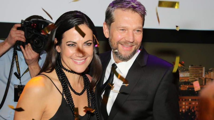 Beginnen wir gleich mal mit dem Wichtigsten: Der Preisverleihung. Die Jury-Mitglieder Bettina Zimmermann und Kai Wiesinger standen mit im Glitter-Regen als sich ...
