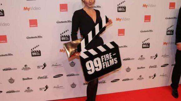 Auf dem roten Teppich außerdem dabei: Schauspielerin Ruby O. Fee ...