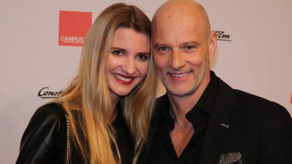 ... die frisch Verlobten Theresa Krentzlin und Simon Licht ...