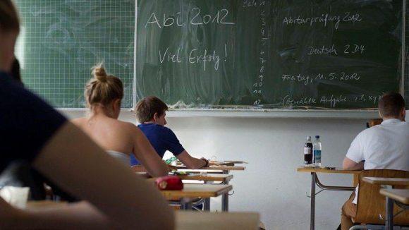 Berlins Turboabiturienten stehen in ihren Ergebnissen kaum hinter den älteren Schülern zurück.