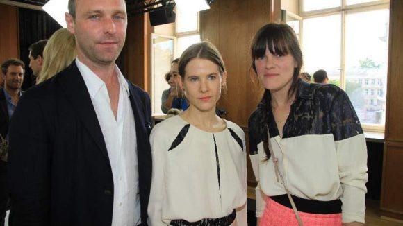 Ebenfalls anwesend: Schauspielerin Fritzi Haberland (rechts), Kostümbildnerin Aino Laberenz und Boris Radczun vom Grill Royal.