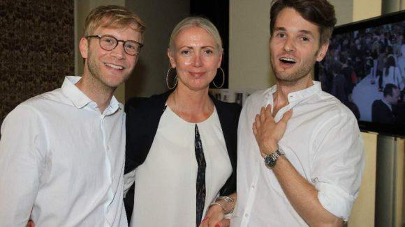 Vogue-Chefredakteurin Christiane Arp gratulierte backstage zum Erfolg des Labels.