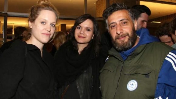 """Anne Haug (l.) spielte im letztjährigen Eröffnungsfilm """"Männer zeigen Filme, Frauen ihre Brüste"""", Isabell Suba führte Regie. Neben ihnen: Kida Khodr Ramadan."""