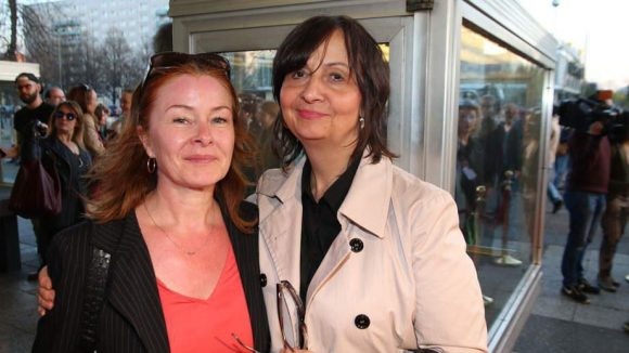 Schauspielerin Lina Wendel (l.) kam in Begleitung ihrer Agentin Susanne Reimann.