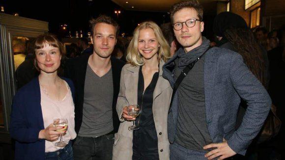 """Große Runde junger Schauspieler (v.l.): Odine Johne (""""Jack""""), Max Woelky (""""Da kommt Kalle"""", ZDF), Sinja Dieks (""""Die sechs Schwäne"""") und Jacob Matschenz (""""Schutzengel"""")."""