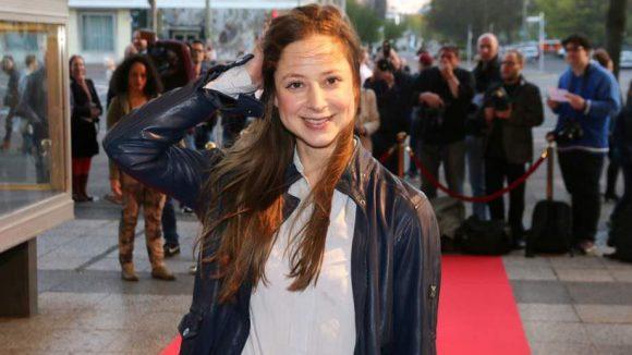 ... und Schauspielerin Sandra von Ruffin, die sich tapfer gegen den Wind wehrte.