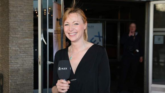 Sylvia Pollow moderiert für Alex und den Festival-Stream.