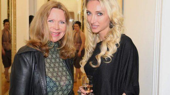 """Auch Marion Kracht (links, """"Familie Sonnenfeld"""") und PR-Frau Marina Rudolph machen eine gute Figur."""