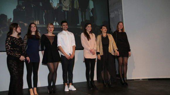 Neben den jungen Designern wurden auch angehende Modejournalisten ...