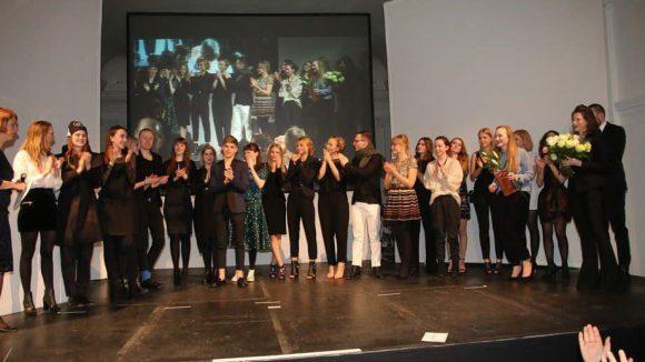 ... sowie Absolventen des Fachbereichs Modemanagement geehrt.