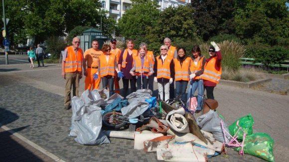 Wieviel Müll sich in der Stadt ansammelt, bewies im vergangenen Jahr auch eine Putzaktion am Bundesplatz.