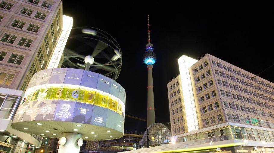 Der Alexanderplatz bei Nacht.