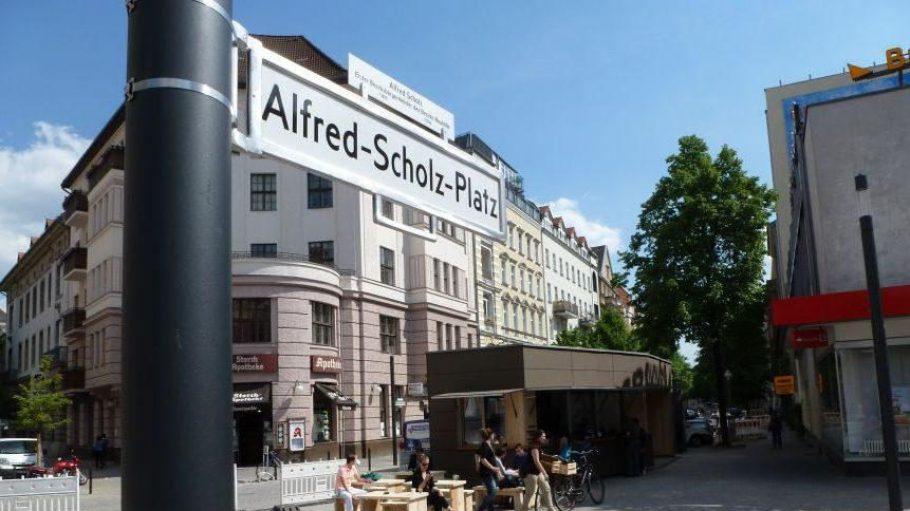 Früher hieß er Platz der Stadt Hof, nun ist der Alfred-Scholz-Platz daraus geworden: Auf der vergrößerten Fläche soll mehr Leben stattfinden.