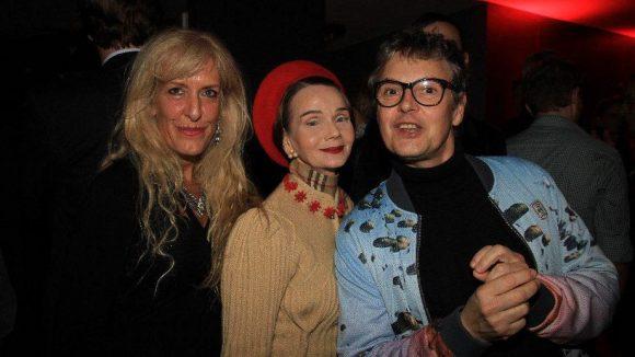Buntes Trio: Alison Ritchie, Partymacherin Britt Kanja und Modelagent Rolf Scheider (v.l.n.r.).