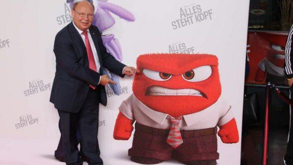 """Es ist nicht immer alles lustig! Der Komiker Hans-Joachim Heist kann auch anders, stolz zeigt er sein zweites Ich: die """"Wut""""."""