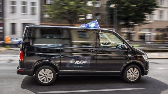 In so einem schicken Van können sich die Fahrgäste kutschieren lassen.