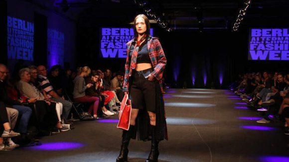 Am Freitag und Samstag verwandelte die Alternative Fashion Week den Postbahnhof in einen riesigen Laufsteg. Zu sehen am Tag 1: die Humana Vintage Show ...