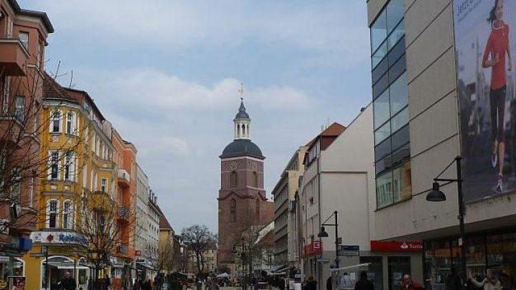 Rund um die Carl-Schurz-Straße werden am 24. April Besen, Putzlappen und Gartenkralle in die Hand genommen.