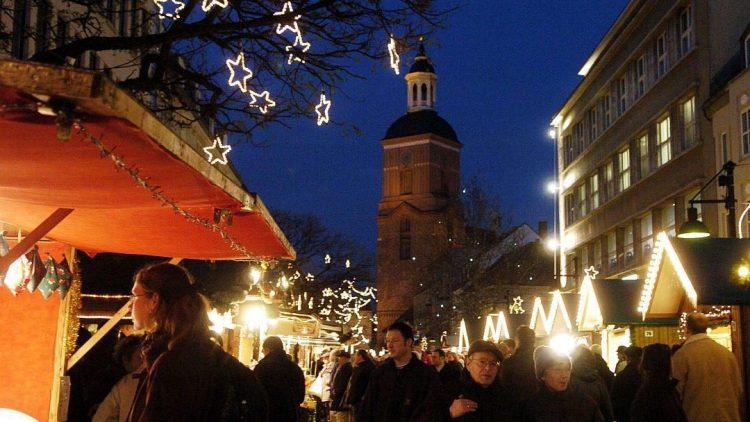 Der Spandauer Weihnachtsmarkt findet in den Straßen der Altstadt statt.