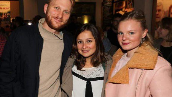 Die jungen Darsteller Lucas Prisor, Sarah Alles und Maria Dragus (v.l.) wollten sich die schelmische Komödie ebenfalls vor dem offiziellen Kinostart am 24. September anschauen.