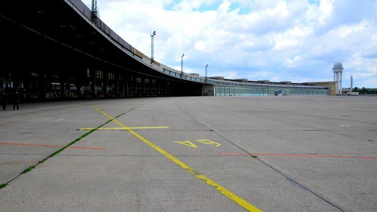 Am Sonnabend brausen Formel-E-Autos über den Tempelhofer Flughafen.