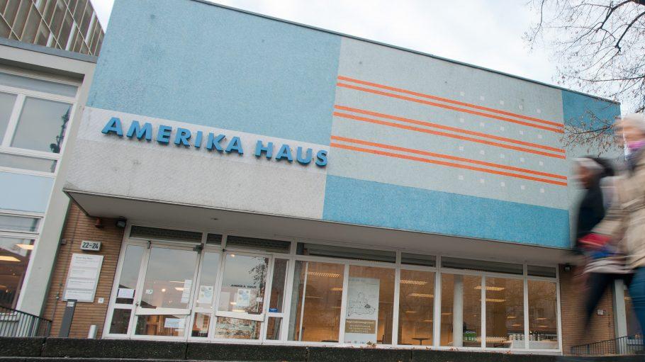 Heute Abend eröffnet die Galerie C/O Berlin feierlich im Amerika-Haus.