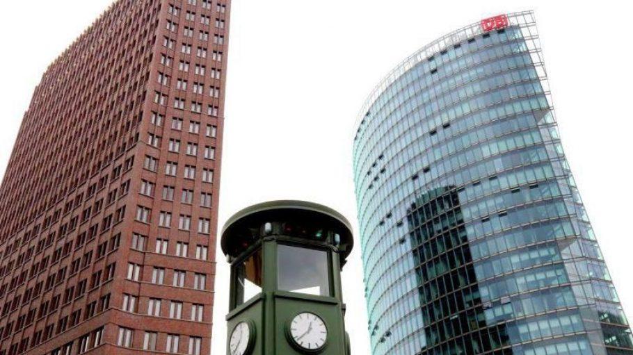 Die Replik der ersten Berliner Ampel am Potsdamer Platz.