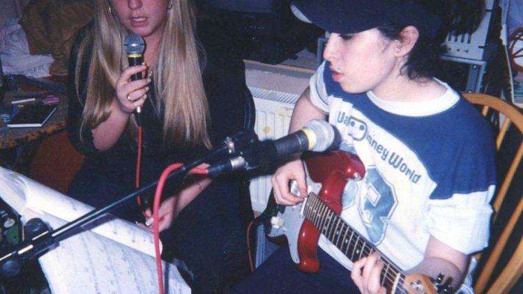 Auch Aufnahmen früher musikalischer Versuche von Amy Winehouse sind im Film zu sehen.