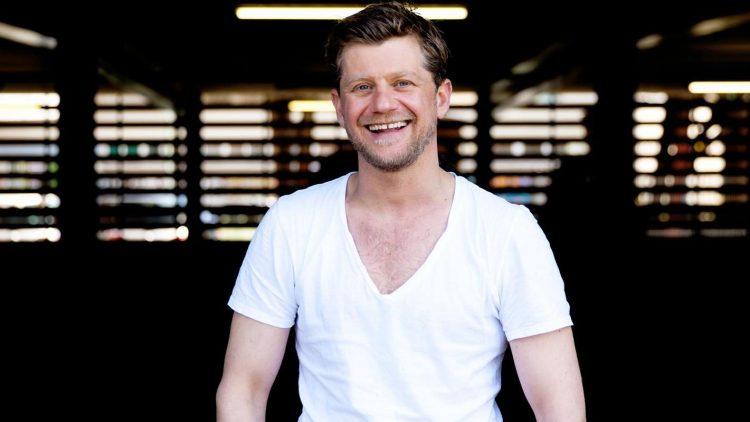 Andreas Guenther ist im Bodensee-Raum aufgewachsen, wohnt seit 2000 in Berlin und ermittelt als TV-Kommissar in Rostock.