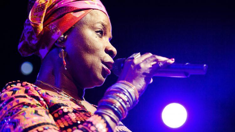 Heute Abend in Berlin singt Angelique auf Englisch und Französisch.