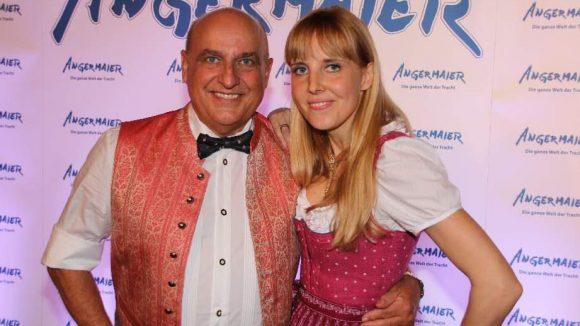 Als letztes noch schnell ein Blick auf die Angermaier Trachten-Nacht. Gastgeber war wie immer Axel Munz. Hier im Bild mit Tochter Nina.