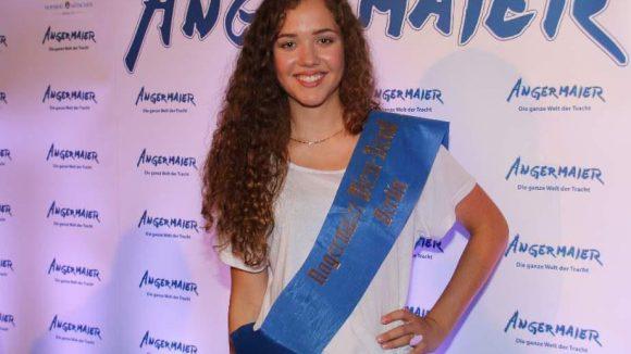Emily Smolec gewann den Trachten-Contest - zog das gute Stück danach aber ganz schnell wieder aus.
