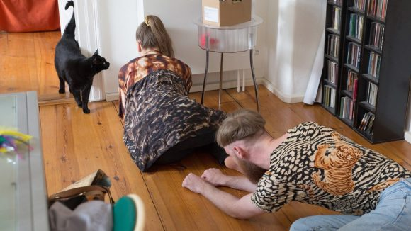"""Kroot Juurak und Alex Bailey: """"Performances for Pets"""", seit 2014."""