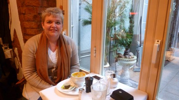 ... wie zum Beispiel hier im Schwarzen Café ganz in der Nähe vom Savignyplatz.